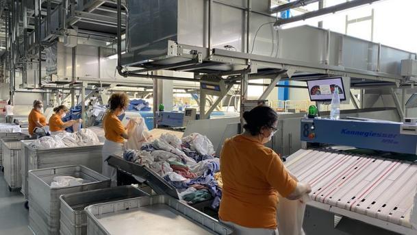 Bei Urzinger werden jeden Tag viele Tonnen Wäsche für die Versorgung von Kliniken gewaschen.