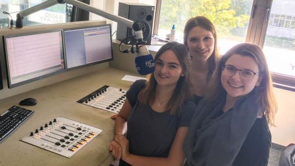 Urzinger Auszubildende zu Gast bei Radio Galaxy