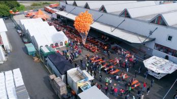 Ballon-Massenstart beim Tag der offenen Tür
